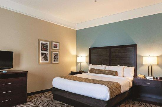 La Quinta Inn & Suites by Wyndham Houma: Suite