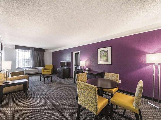 La Quinta Inn & Suites by Wyndham San Antonio Downtown: Suite