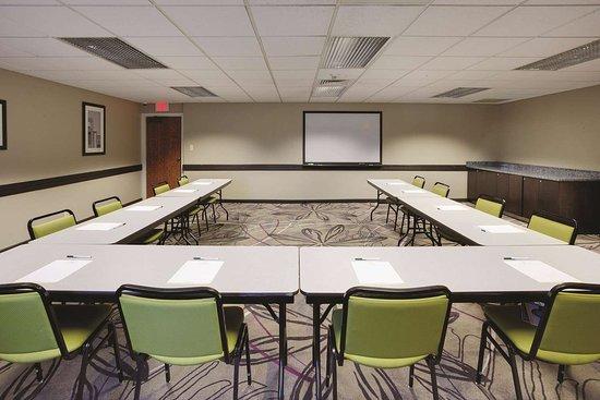 La Quinta Inn & Suites by Wyndham Detroit Metro Airport: Meeting Room