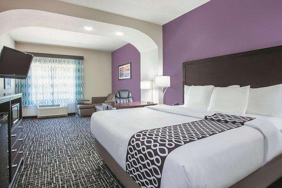 La Quinta Inn & Suites by Wyndham Fort Walton Beach: Guest room