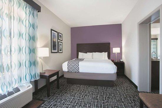 La Quinta Inn & Suites by Wyndham Fort Walton Beach: Suite