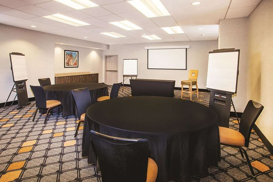 La Quinta Inn & Suites by Wyndham Chicago Downtown: Meeting Room