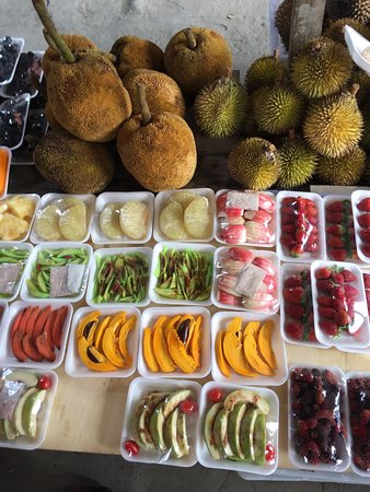 local farmer's market en-route to the Park.  Those spiky balls at the top right are whole durian fruits and durian slices [the pale yellow sections in the 2-pack trays center left].