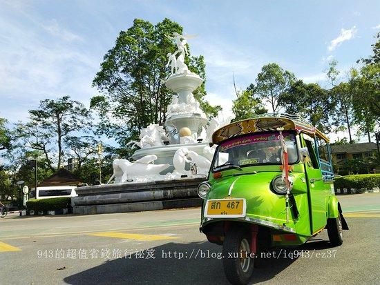 Funky Frog Tuk-Tuk at Trang, Thailand. 泰國董里獨特的青蛙頭嘟嘟車,非常可愛。