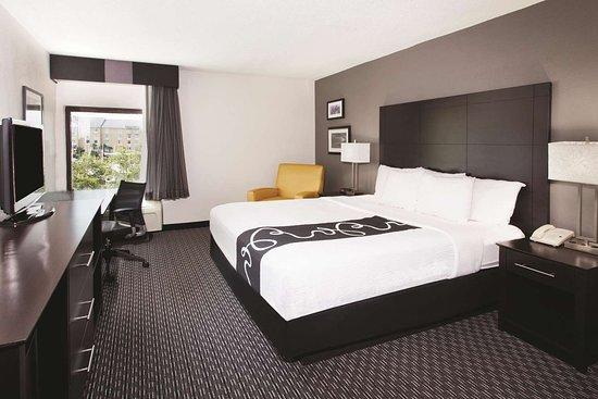 La Quinta Inn & Suites by Wyndham Charleston Riverview Hotel