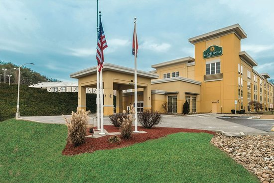 La Quinta Inn & Suites by Wyndham Knoxville Papermill: Exterior