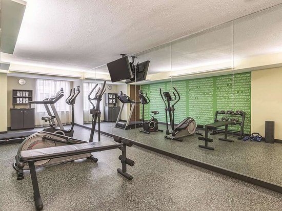 La Quinta Inn & Suites by Wyndham Knoxville Papermill: Health club