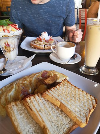 Delicious breakfast & very good lunch!