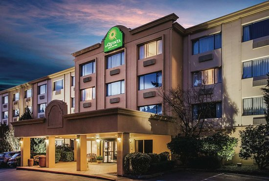 La Quinta Inn & Suites by Wyndham Seattle Bellevue/Kirkland: Exterior