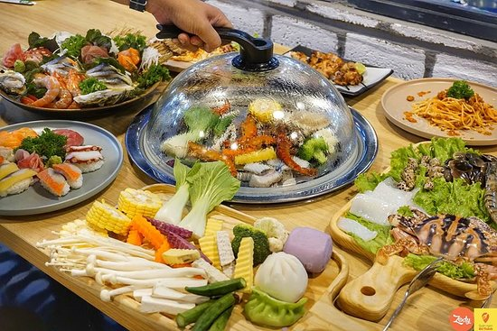 Da Nang, Vietnam: You are finding a place to eat healthy, no spice and grease?!. Our food is cooked by steam so it will keep the taste and freshness.  We have diverse menu with many different kind of food: seafood, sashimi, vegetables...  #organicrestaurant #eatclean #livehealthylife #danangcity #vietnam