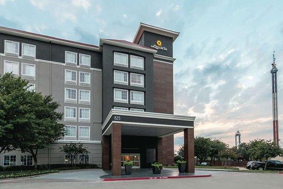 La Quinta Inn & Suites by Wyndham Arlington North 6 Flags Dr: Exterior