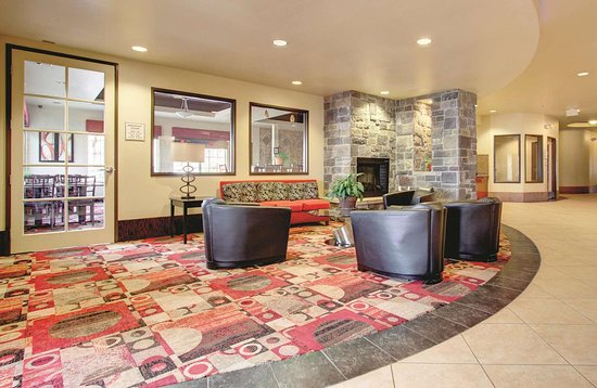 La Quinta Inn & Suites by Wyndham Denver Gateway Park: Lobby