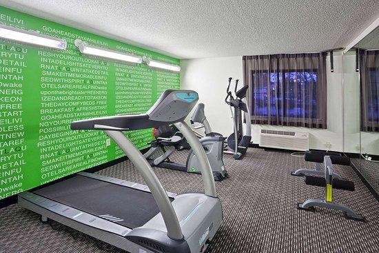La Quinta Inn & Suites by Wyndham Cleveland Macedonia: Health club