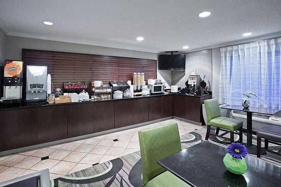 La Quinta Inn & Suites by Wyndham Cleveland Macedonia: Property amenity