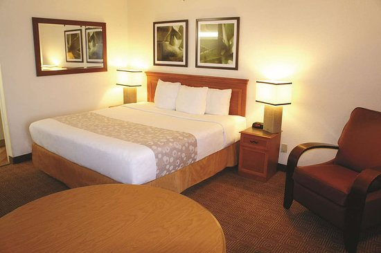 La Quinta Inn by Wyndham Kansas City North: Guest room
