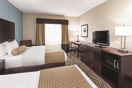 La Quinta Inn & Suites Knoxville Airport: Guest room