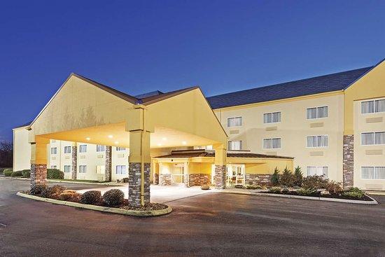 La Quinta Inn & Suites Knoxville Airport: Exterior