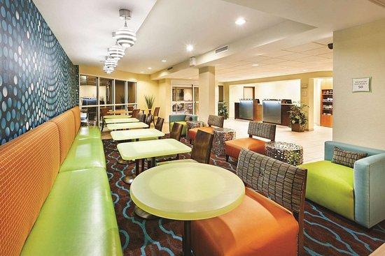 La Quinta Inn & Suites Knoxville Airport: Lobby