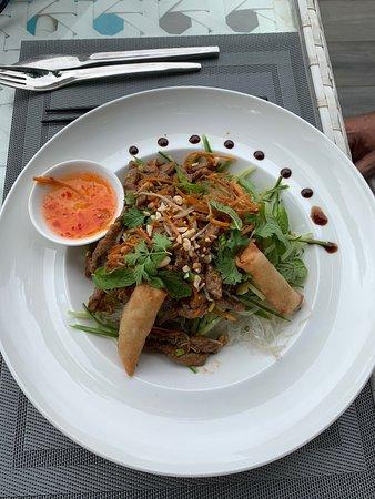 Bobun+ salade chèvre + café gourmand ( un vrai café gourmand !!! ) Exellent !