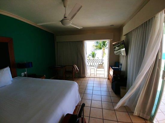 Crown Paradise Golden Resort Puerto Vallarta: Honeymoon suite 1502