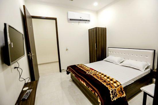 Αμριτσάρ, Ινδία: ROOMS  IN HOTEL HOTEL TT RESIDENCY 4- GOKUL KA BAGH 100FT ROAD AMRITASR 0183-5283288 - 98773-65208
