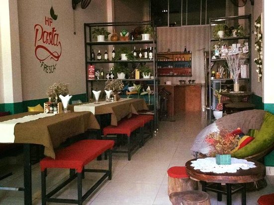 Phu Huu, เวียดนาม: Hello Pizza Baradise Nice place great express food  Situated in Thao Dien Ward Hồ Chí minh City  Near Saigon Bridge  Recommended