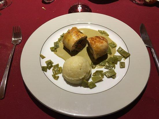 Le Montaigu Restaurant: Ballotine de Poulet Fermier aux Champignons Blancs Ecrasé de Pommes de Terre - Haricots Coco Plat principal du Menu du jeudi 28 mars 2019
