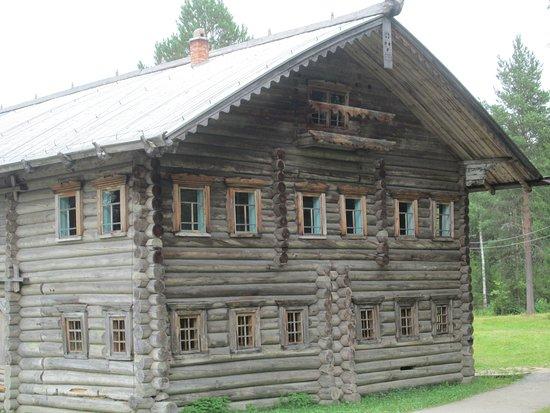 Small Korela Wooden Architecture and Folk Art Museum: Гигантские дома! Перевезены и восстановлены.