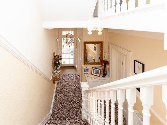 Ravenswood: Entrance / Reception