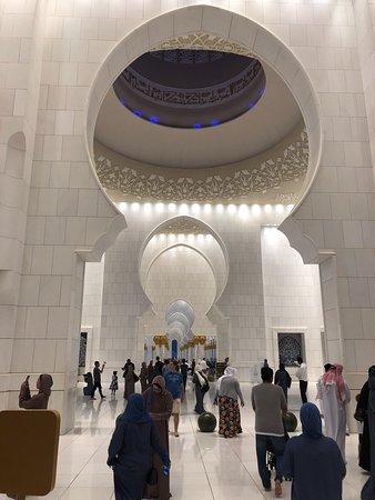 Μέγα Τέμενος του Σεΐχη Ζάιντ: hall