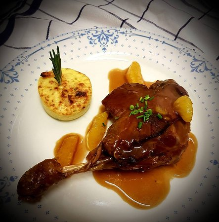 Canard à l'orange. Duck with orange Sauce