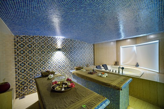Ramee Guestline Hotel, Juhu: Moroccan Spa room with Jacuzzi