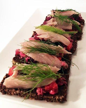 ES ¡Prueba nuestras deliciosas tapas! Caballa en salazón con vinagreta de remolacha 🍴  EN Try our delicious tapas! Salted mackerel with beetroot vinaigrette 🍴