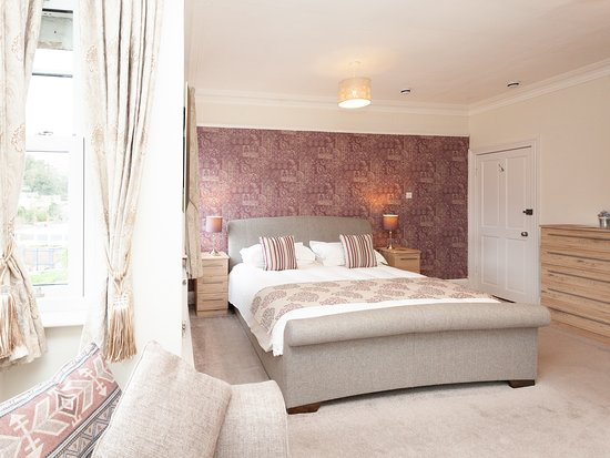 Superior King Size Room with Sitting Area