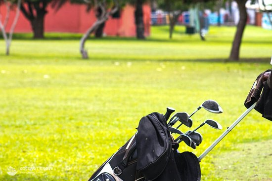 18 hole golf course for the golfing enthusiasts