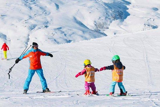 Oxygene Ski & Snowboard School : Oxygène apprend le ski aux enfants de manière fun & ludique.