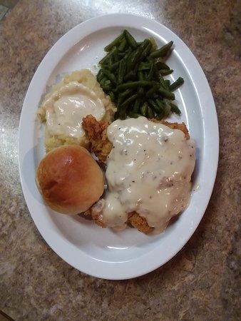 Yantis, TX: Best chicken fried steak on the lake