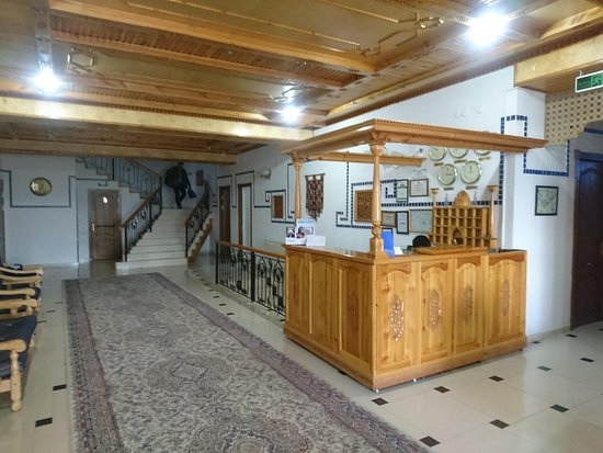 Hotel Malika Prime: холл и стойка регистратора