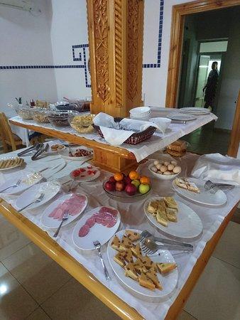 Hotel Malika Prime: еды много, просто я чуть опоздала и туристы все разобрали(((