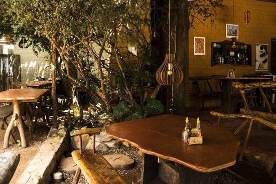 Ambiente que não perde a essência da vila. Venham conhecer e saírem encatados com a culinária e o ambiente.