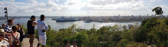La Baie de La Havane vude depuis la terrase du Cristo de La Habana.