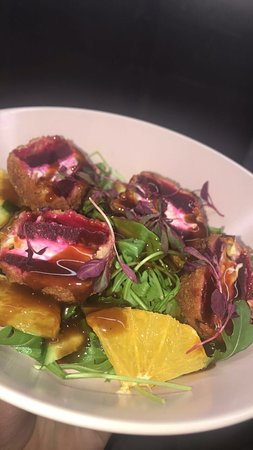 Freshly Bistro: Royal Goat cheese salad