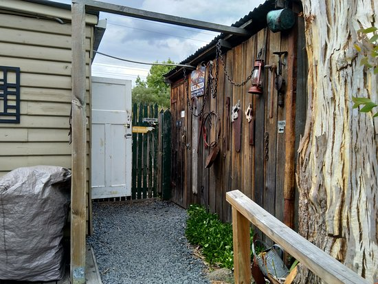 Westerway, Australia: Even the toilets are quaint and rustic.