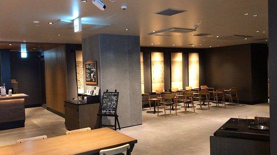 ドリップコーヒー と ロールパイカスタードクリーム そして店内 (2019/03/30)