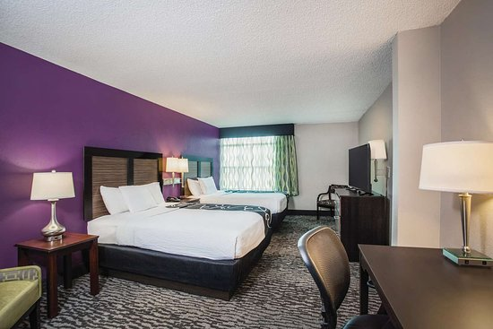 La Quinta Inn & Suites by Wyndham Clearwater South: Guest room