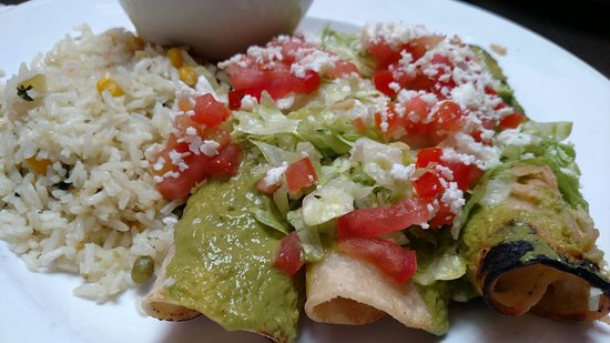 Flautas Especiales. Can either be filled with chicken or potatoes.