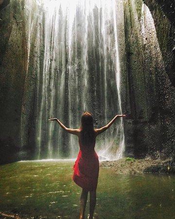 Bali : Instagrams Tour Lempuyang Temple, Tirta Gangga- Tukad Cepung , Tibumana Waterfall: amazed of the magical waterfall in the cave!