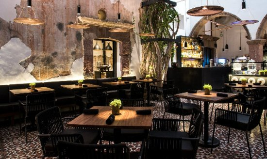 El tres:  This place becomes in the perfect place after went across the center of San Miguel de Allende. This restaurant has internacional food and an excellent service.