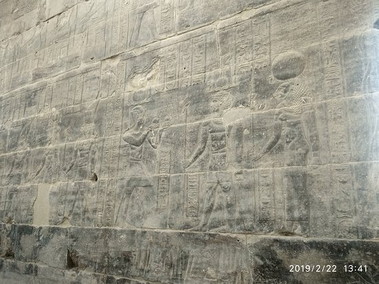 Philae Tapınağı: Bass reliefs seen in far lesser number in the temple on walls of Temples of Egypt in general. Temple of Isis at Philae has quite a few of bass reliefs. Some of them are in very good condition
