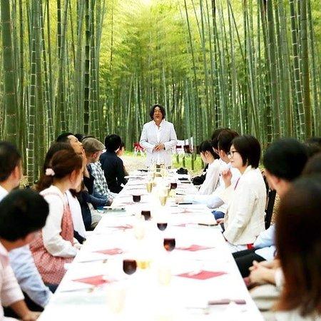 Four Seasons Bamboo Forest Wakayama Farm: 竹林でダイニングアウト。要予約制です。県内の有名なシェフをお招きしての特別なお食事会から、軽食のお弁当まで受け付け致します。